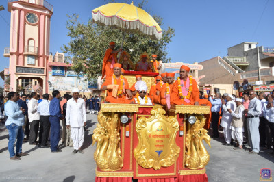 The golden float arrives in the village