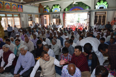 Hundreds of disciples fill the mandir