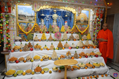 Divine darshan of Lord Shree Swaminarayanbapa Swamibapa and Acharya Swamishree Maharaj as the Lord dines on the annakut of sweet and savoury items