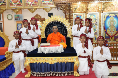 His Divine Holiness Acharya Swamishree Maharaj blesses young disciples who took part in the devotional performances