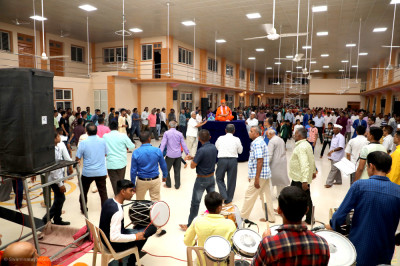 Sants and disciples play raas