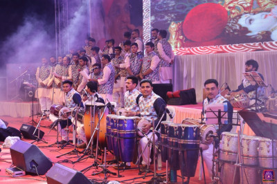 An orchestra of over 60 performers fills the Vrushpur with devotion to Jeevanpran Shree Abji Bapashree