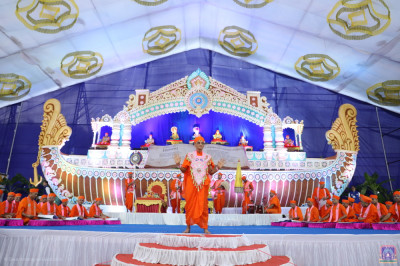 Acharya Swamishree Maharaj blesses all as sants perform the scripture recital of the divine Vachanamrut scripture