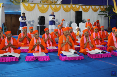 His Divine Holiness Acharya Swamishree Maharaj blesses sants