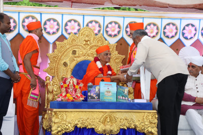 Acharya Swamishree Maharaj blesses and presents prasad to MLA Pradhumansinh Jadeja