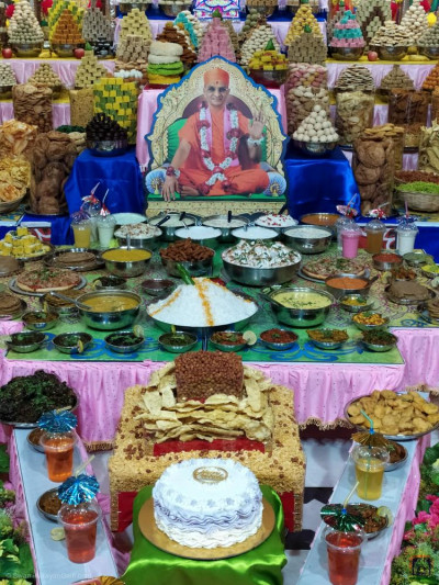 A huge magnificent annakut of delicious sweets and savouries are offered to the Lord