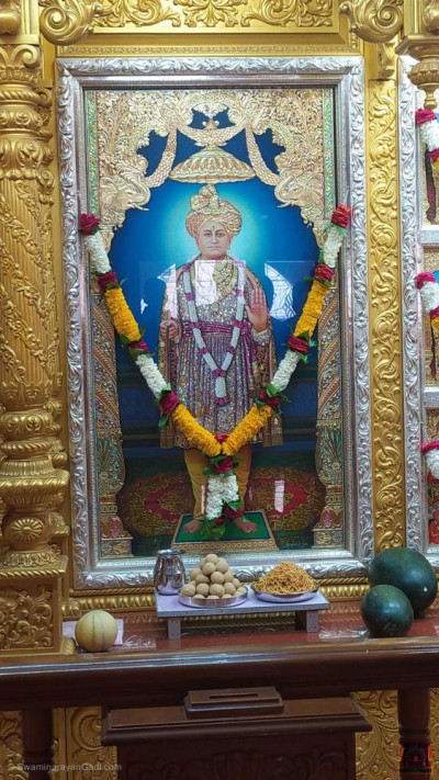 Divine darshan of Jeevanpran Shree Abji Bapashree dining on the annakut of sweet and savoury items