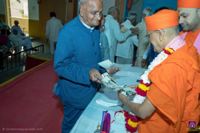 Former Professor Dr Bhramarlal Joshi shows memorable photographs of the Shree Swaminarayan College