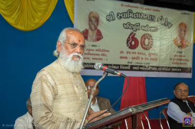 Shri D D Vekaria, Former Principal of Shree Swaminarayan Arts College gives welcome speech