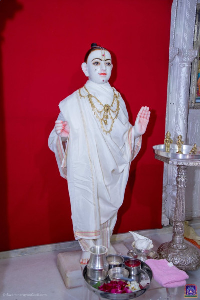 Divine darshan of Shree Ghanshyam Maharaj ready for the bathing ceremony