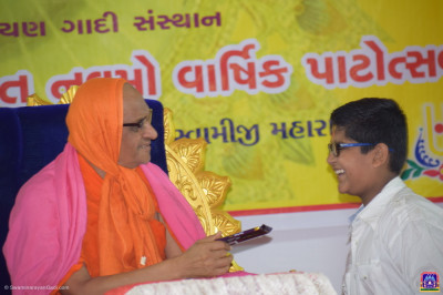 Acharya Swamishree Maharaj gives prasad to a disciple