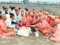 Shilanyas ceremony at the grounds of Shree Mukatjeevan Swamibapa Smruti Mandir Grand Opening mahostav in 1991