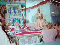 Jeevanpran Shree Muktajeevan Swamibapa's first parayan held in the compound of Maninagar Mandir in the presence of Acharya Swamishree Maharaj, sants, and disciples from around the world