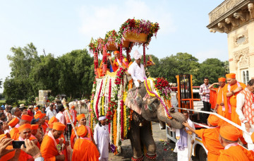Day 1 - Grand procession in Vadodara to commence the Mahotsav