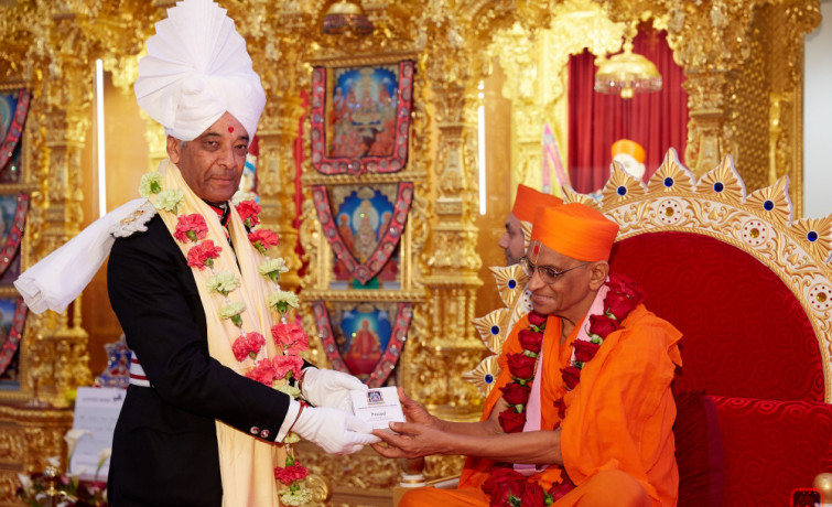 Shree Swaminarayan Mandir Kingsbury raises £45,000 for Save the Children