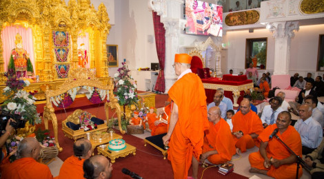 Acharya Swamishree Maharaj concludes His UK Vicharan on Janmashtami