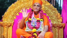 Acharya Swamishree Maharaj's Arrival in India following UK and North America Vicharan