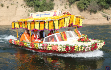 Immersion of Acharya Swamishree Maharaj's Divine Ashes at the River Narmada