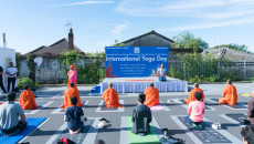 Acharya Swamishree Maharaj inspires peace of the mind, body and soul at mass Yoga session