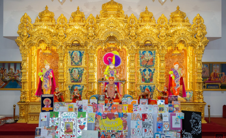 Disciples of Shree Swaminarayan Mandir Kingsbury celebrates Acharya Swamishree Maharaj's 78th Birthday