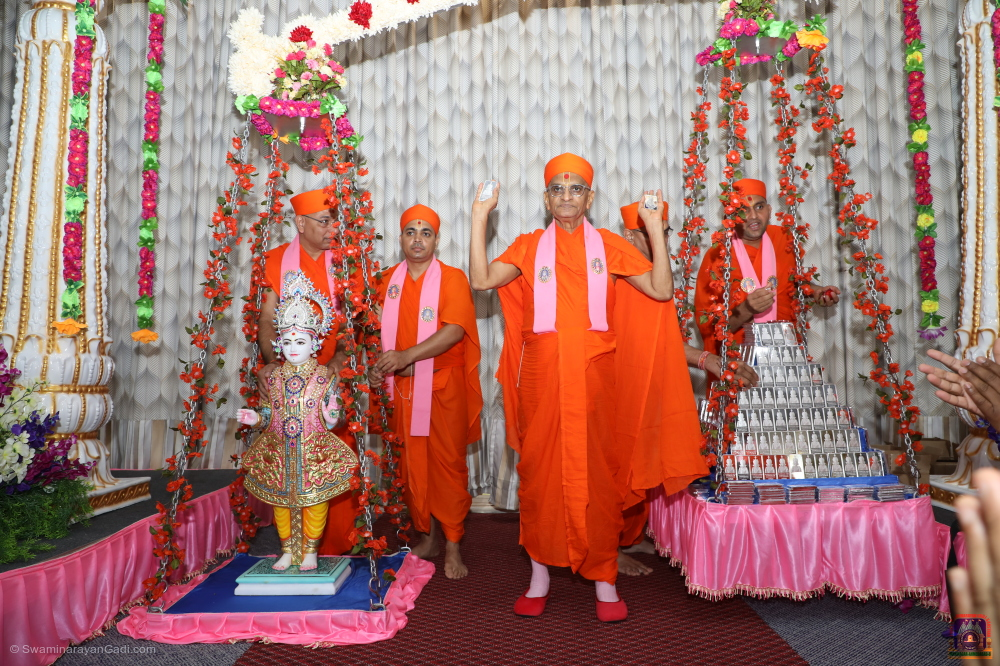 Inspired by His Divine Holiness Acharya Swamishree, from Friday, July 19 through Sunday, July 21, 2019, Acharya Swamishree, sants, disciples of Maninagar Shree Swaminarayan Gadi Sansthan from all over the world, and members of the broader Virginia community, celebrated the arrival of Supreme Almighty Lord Shree Swaminarayan, Jeevanpran Shree Abji Bapashree, and Jeevanpran Shree Muktajeevan Swamibapa to this great state with the Murti Pratishtha Mahotsav and Silver Tula at Shree Swamianrayan Mandir – Chesapeake, Virginia!