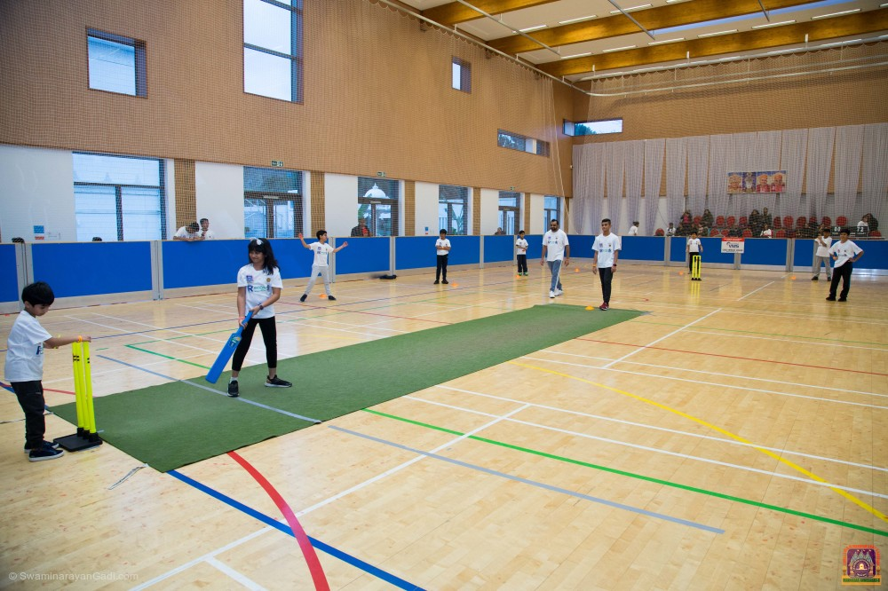 Over 150 cricketers of all ages took part in a 24-hour cricket Marathon at Shree Swaminarayan Mandir Kingsbury, aiming to raise £10,000 for the Ruth Strauss Foundation. England cricketing legend, Angus Fraser, kicked off the event on Saturday 7th December 2019.