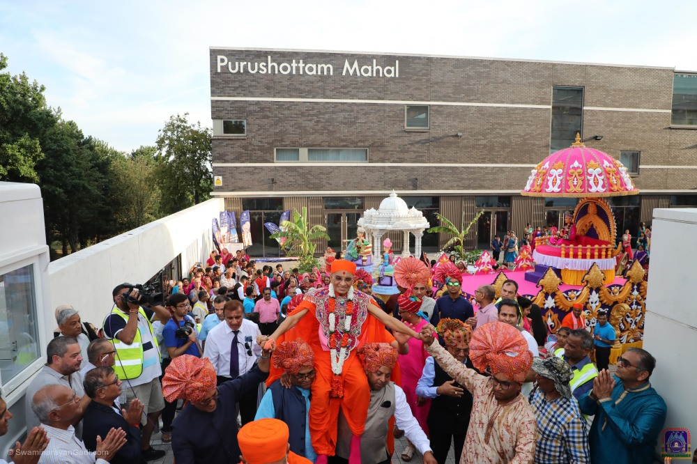 Celebrations marking the fifth anniversary of the Mandir kicked off on Saturday 24 August with a Grand Parade through the streets of Kingsbury, and concluded on Sunday 25 August with Acharya Swamishree Maharaj performing the Patotsav ceremony at Shree Swaminarayan Mandir Kingsbury.