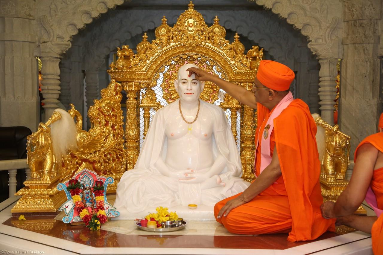 Magnificent grand festival held to mark the silver jubilee of Shree Muktajeevan Swamibapa Smruti Mandir, World Peace Centre